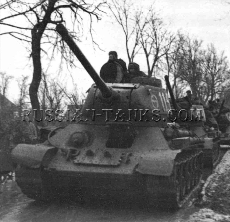 The T-34: T-34/85 Tanks