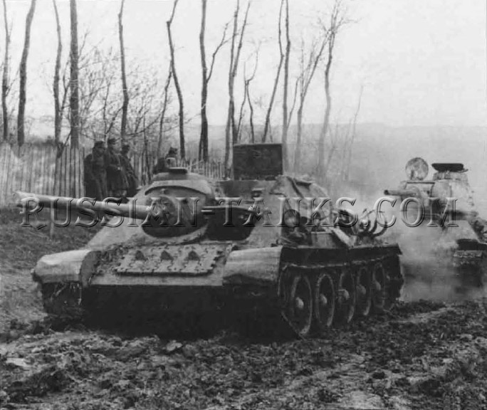 T-34 Tank: SU-85 AntiTank, behind the SU-85 is a T-34