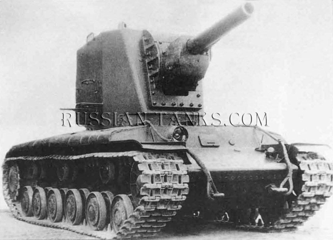 Heavy Tanks: A view of the massive KV-2 showing its 152mm (5.9in) gun off to good effect