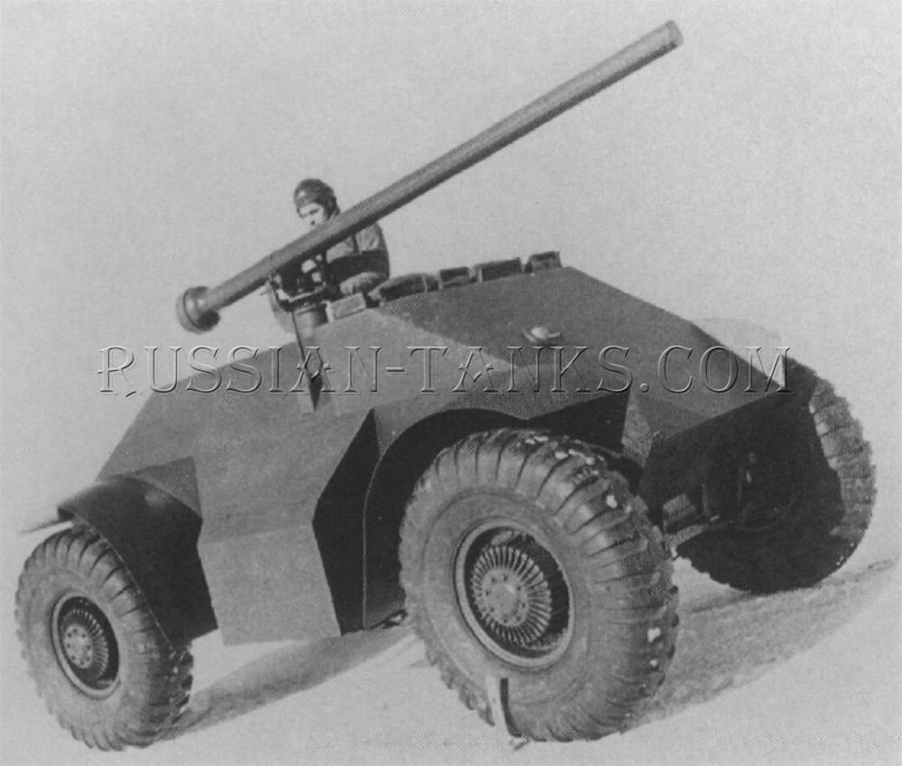 The mock-up of the Til 5 wheeled carrier armed with the 106mm recoilless rifle